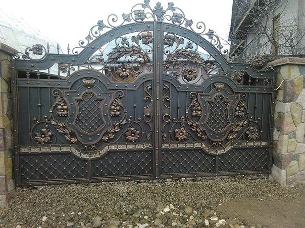 Кованые распашные ворота фото